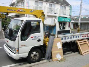 このようなトラックで製品をお届けいたします。